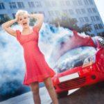 車のボンネットから煙が出た時の対処法