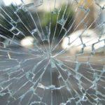車のガラスのヒビ割れの原因と修理方法まとめ
